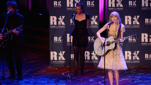 CNE Video   This Is What Happens When Taylor Swift Enters a Room