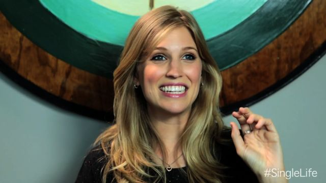 CNE Video | Dating Tips from the Cast: Amanda's Profile Pic Tips
