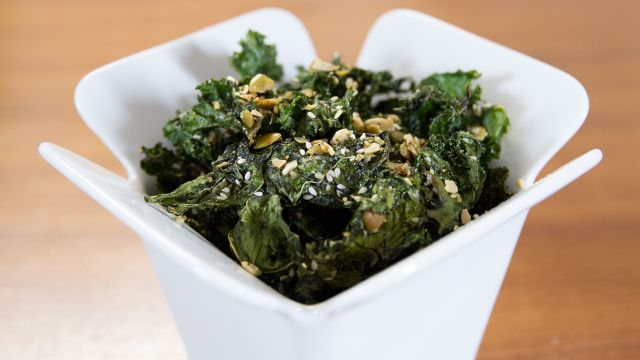 CNE Video | Addictive and Healthy Deskside Snack: Everything Kale Chips