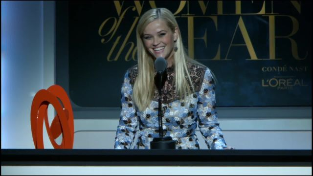 CNE Video | Goldie Hawn Presents Glamour's Women of the Year Award to Reese Witherspoon
