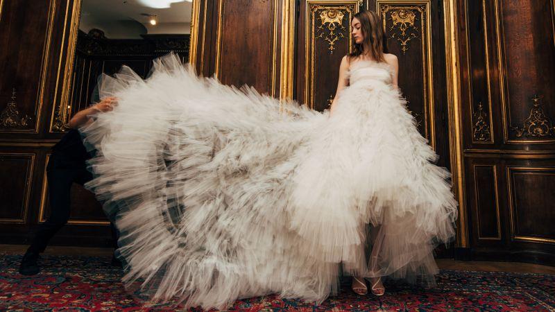 Watch Bridal Fashion | Oscar de la Renta\'s Wedding Dresses: Spring ...