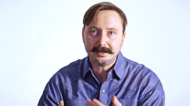 Food Snob: Cooking Eggs with The Daily Show's John Hodgman