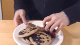 Moby Makes Vegan Pancakes with Berries