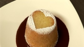 How to Make Almond Cakes for Valentine's Day