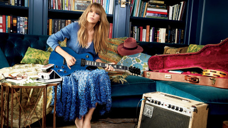 Taylor Swift on Feeling 22, and Living Life with No Regrets-Glamour's March '14 Cover Star