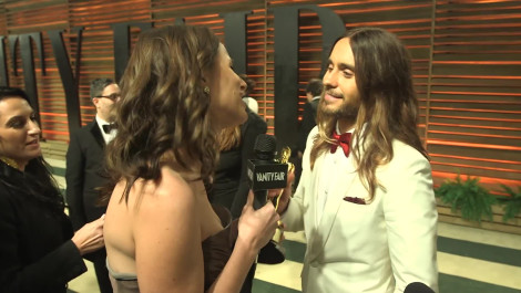 Jared Leto Passes Around His Oscar at the 2014 V.F. Academy Awards Party