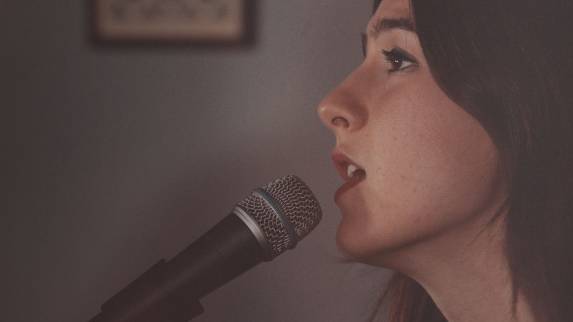 """Weyes Blood Perform """"Do You Need My Love"""" in a Haunting Session"""