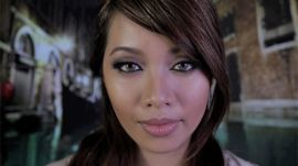 """How to Re-create Angelina Jolie's Super-Sexy Makeup from """"The Tourist"""""""