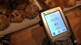 Ars Buys A Salad with Apple Pay on Apple Watch