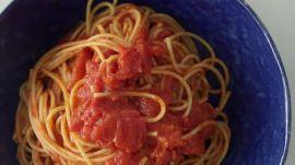 How to Make 3-Ingredient Tomato Pasta Sauce