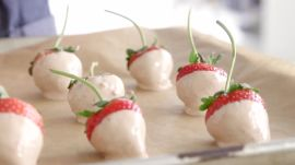 How to Make 3-Ingredient Chocolate-Dipped Strawberries