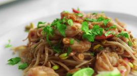 How to Make Shrimp Pad Thai in 22 Minutes