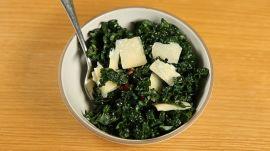How to Make A Healthy Kale Mason Jar Salad