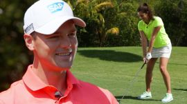 Martin Kaymer Gives Golf Lesson to Amateur American... in German