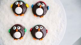 How to DIY Adorable, Delectable Chocolate Oreo Penguins