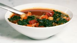 A Healthy Vegan Farro Minestrone Under 400 Calories