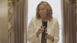 Kim Cattrall Attempts to Make Sushi