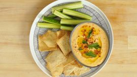 How to Make White Bean Hummus With Roasted Red Peppers