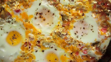How to Make 3-Ingredient Shakshuka