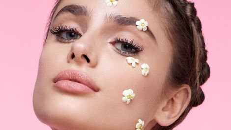 Taylor Hill Told Us About Her Very FIRST Kiss