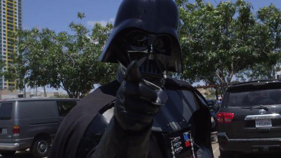 Darth Vader Chokes Comic Con