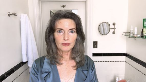 Watch This '80s Supermodel's Spectacular Age-Defying Beauty Routine   Beauty Secrets