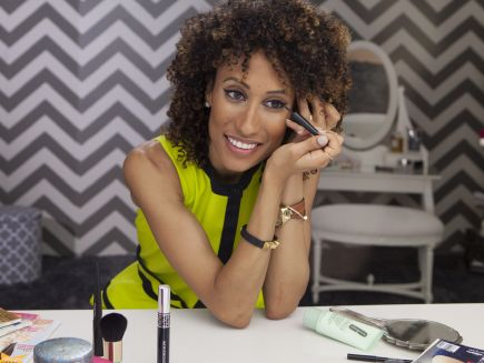 teenvogue_3-steps-to-a-killer-cat-eye-with-elaine-welteroth.jpg