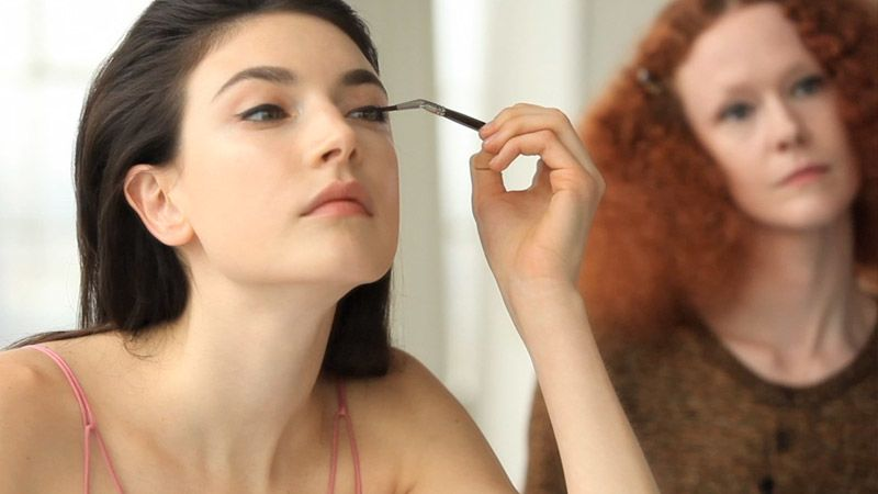 how to put makeup over a scab