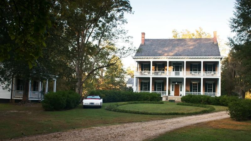 Watch Celebrity Living Tour The Help Director Tate Taylor S Renovated 1830s Mississippi