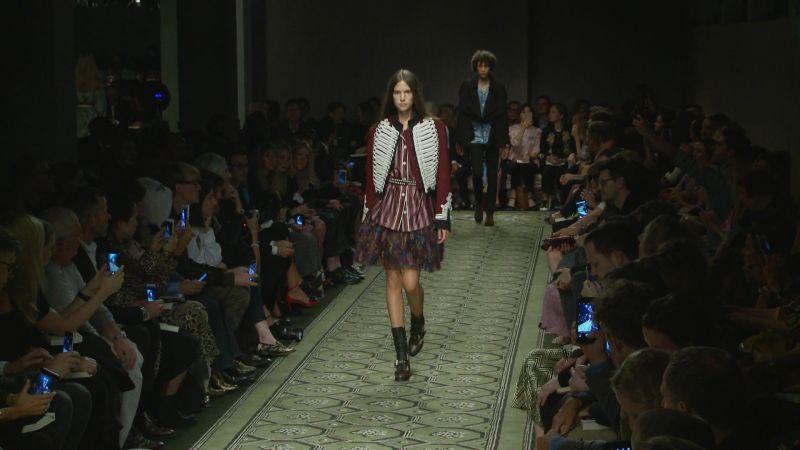 Watch Vogue Fashion Week  b60b9ecef61bb