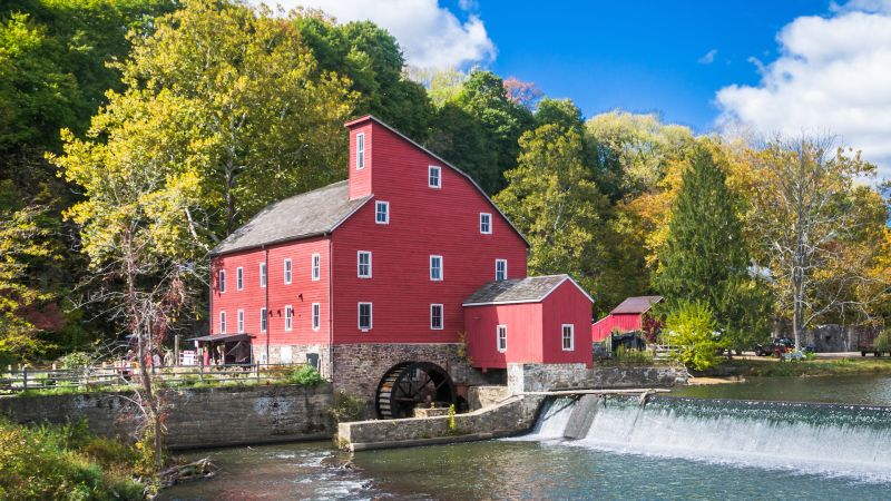 Watch 11 Of The Best Small Towns In America