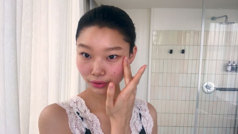 South Korean Model Yoon Young Bae's Guide to Cool-Girl Glitter Eyes and Red Lipstick - Vogue