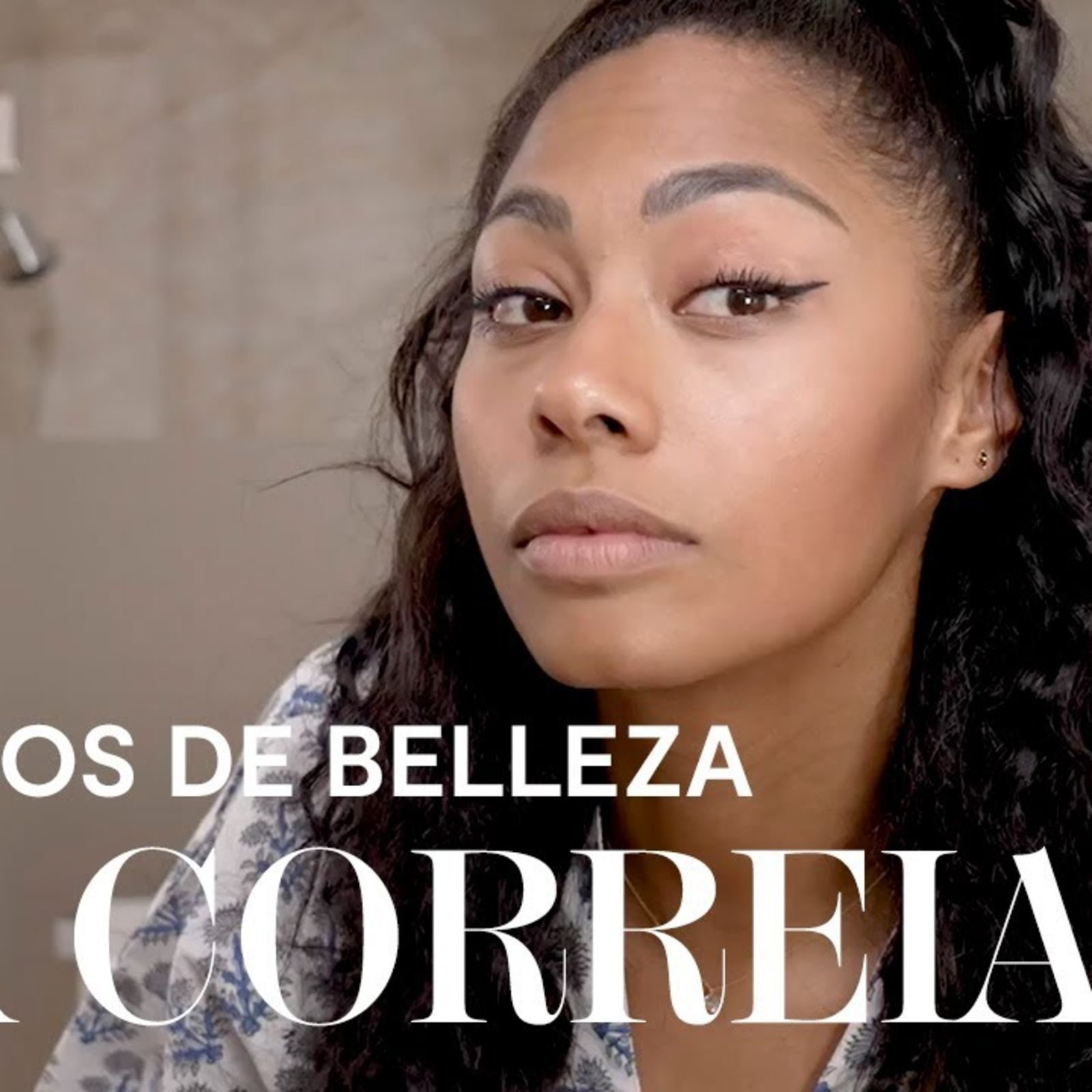 Nía Correia: maquillaje para una piel glow y media coleta con pelo rizado