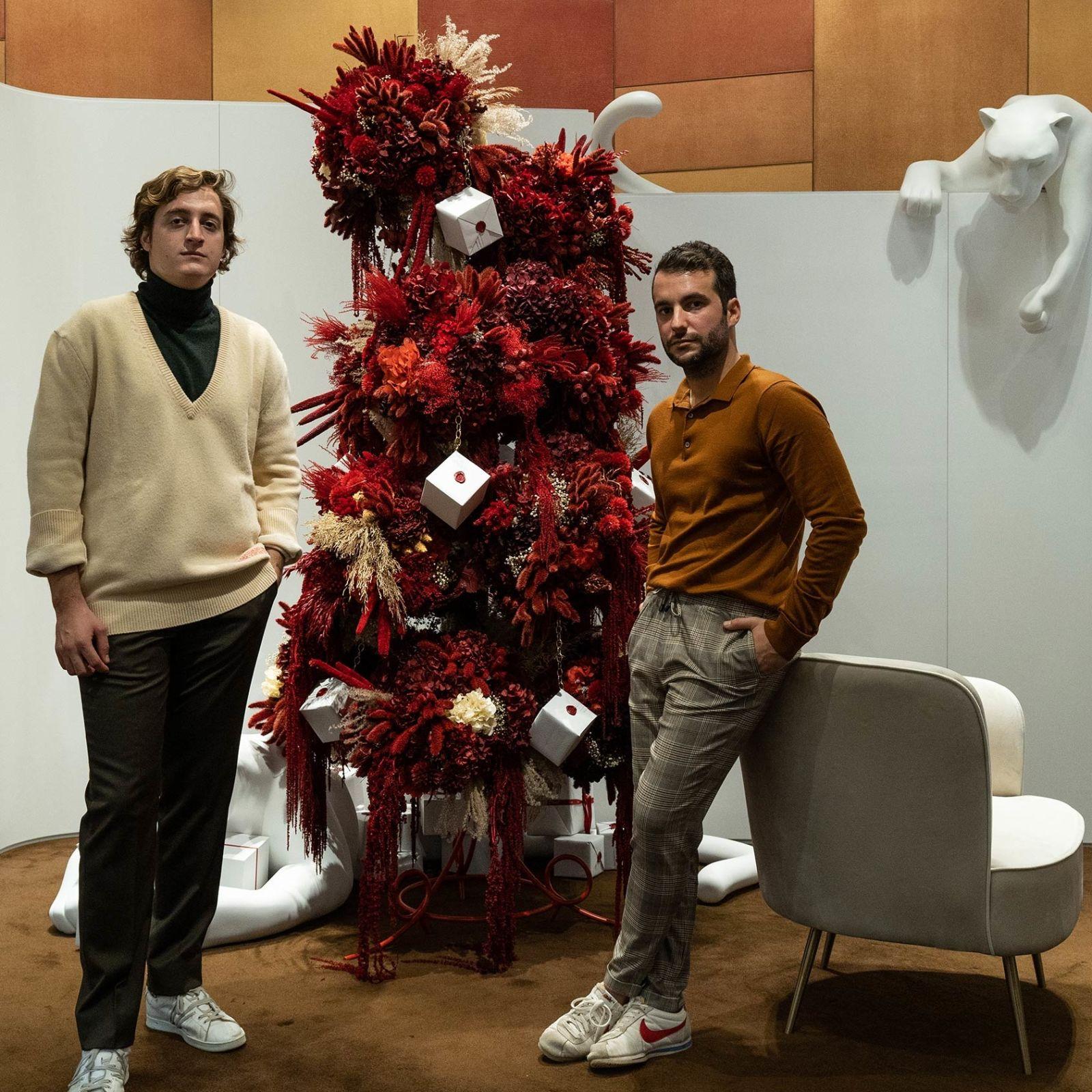 Un árbol de Navidad a lo Cartier: rojo intenso y lujo art decó