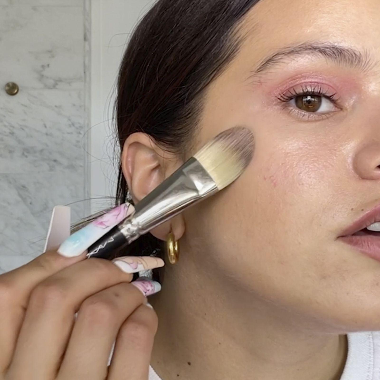 Rosalía: cómo conseguir el maquillaje en tonos rosas definitivo