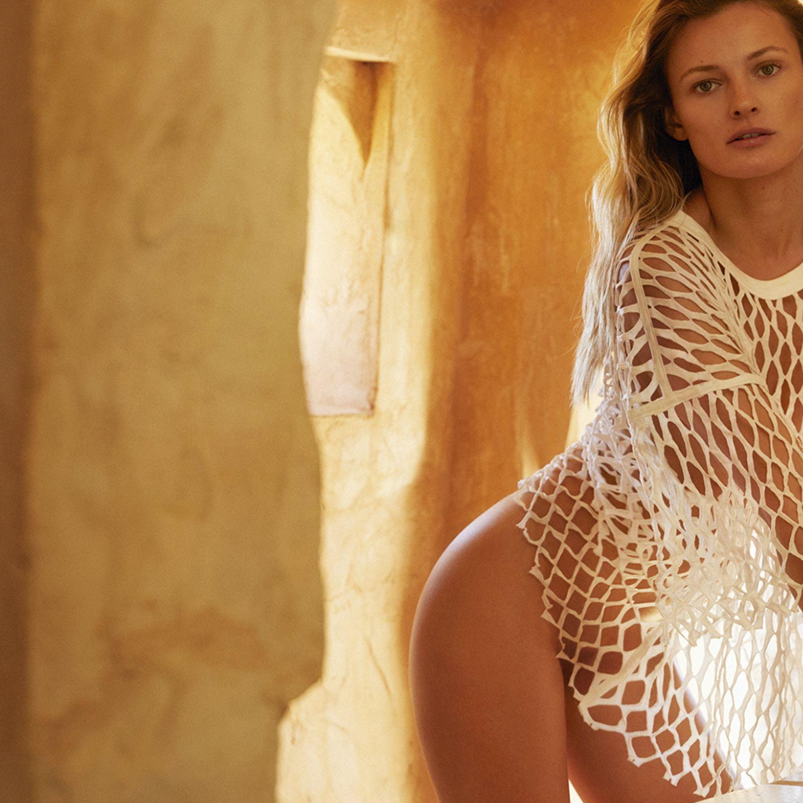 Recibimos el verano de la mano de Edita Vilkeviciute en la portada de julio de Vogue España