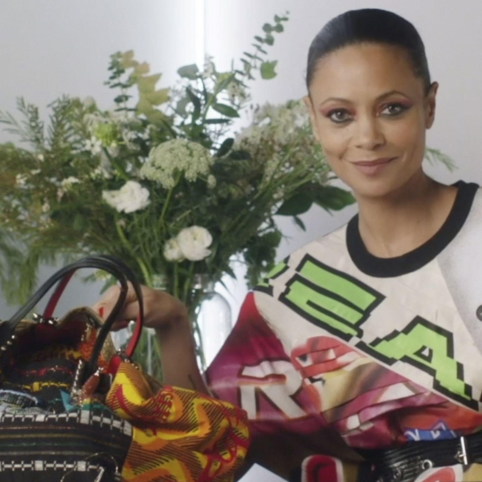 Thandiwe Newton: qué lleva en su bolso