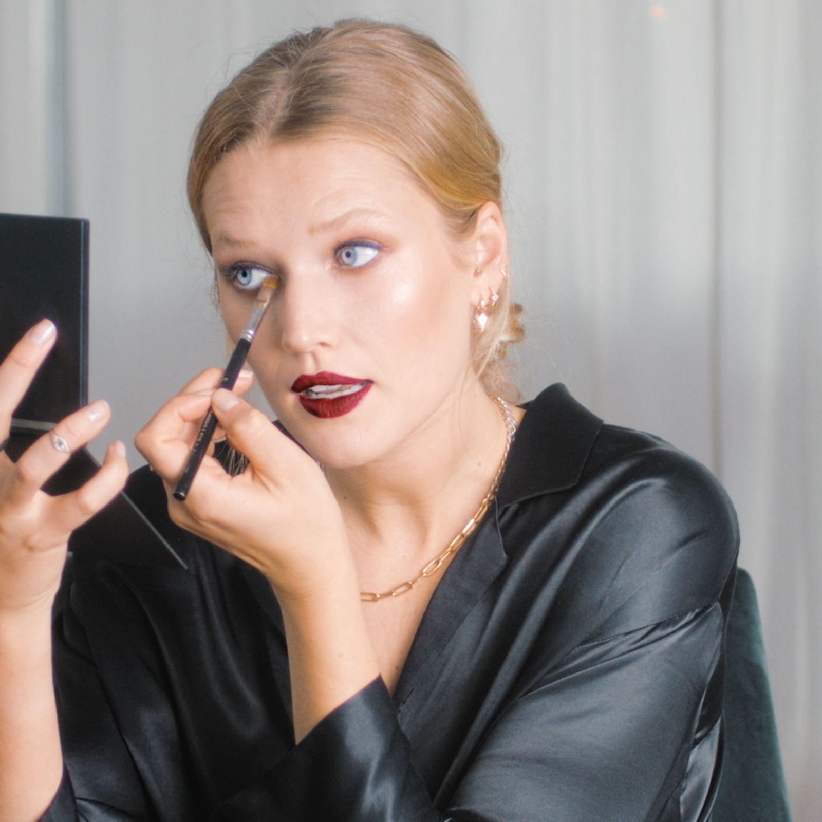 La modelo Toni Garrn nos muestra su 'look' de maquillaje para la  alfombra roja definitivo