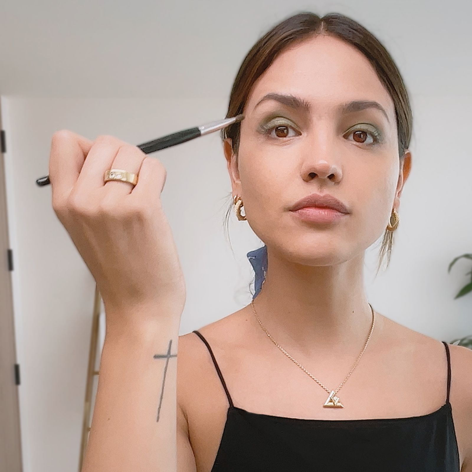 Eiza González's Eye-Enhancing Tricks For A Day-To-Night Summer Look