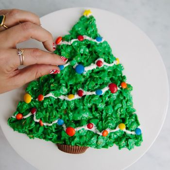 DIY the Cutest Holiday Dessert With Marshmallows and Cereal