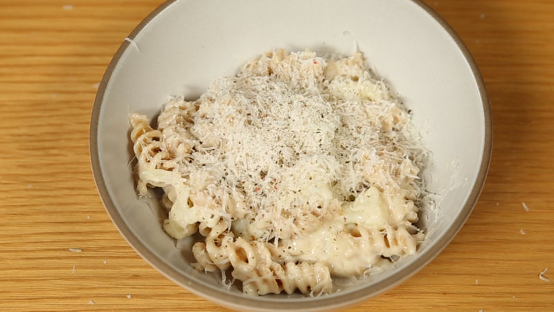 How To Make Healthy Four-Cheese Pasta with Cauliflower