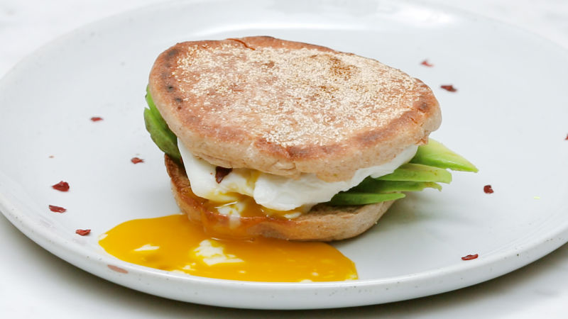 Healthy Egg And Avocado Sandwich Under 300 Calories