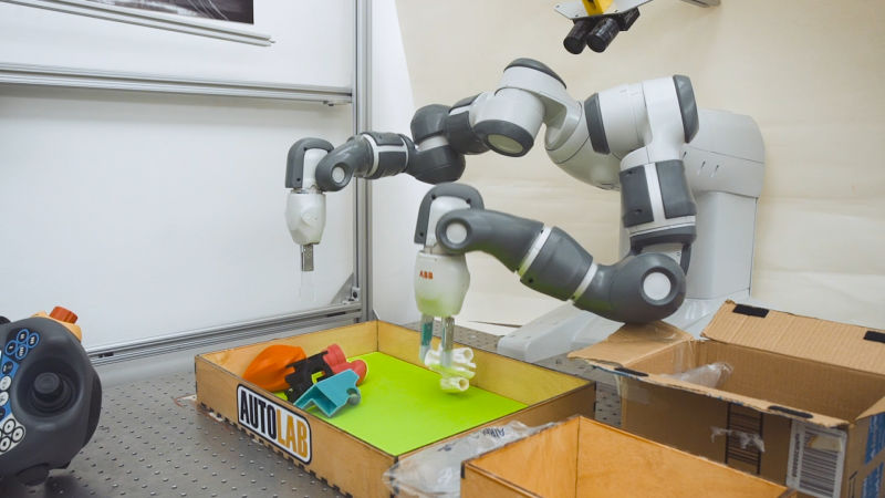 The Fascinating Robot That Teaches Itself How to Grab New Objects