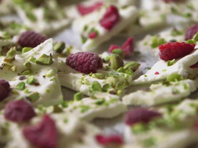 How to Make Frozen Yogurt Bark