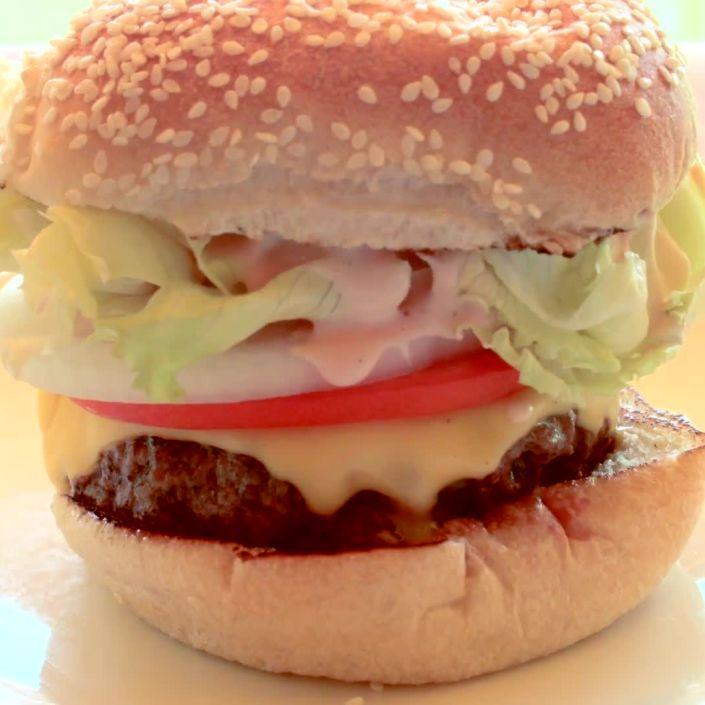 The Perfect Homemade Cheeseburger