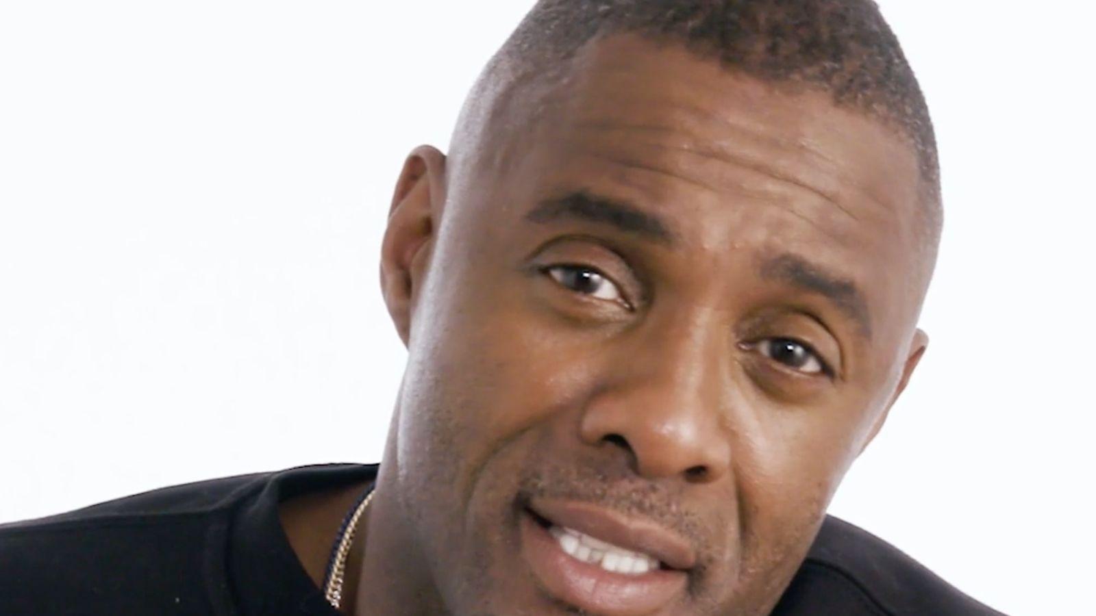 Idris Elba nos enseña a hablar inglés como un auténtico británico