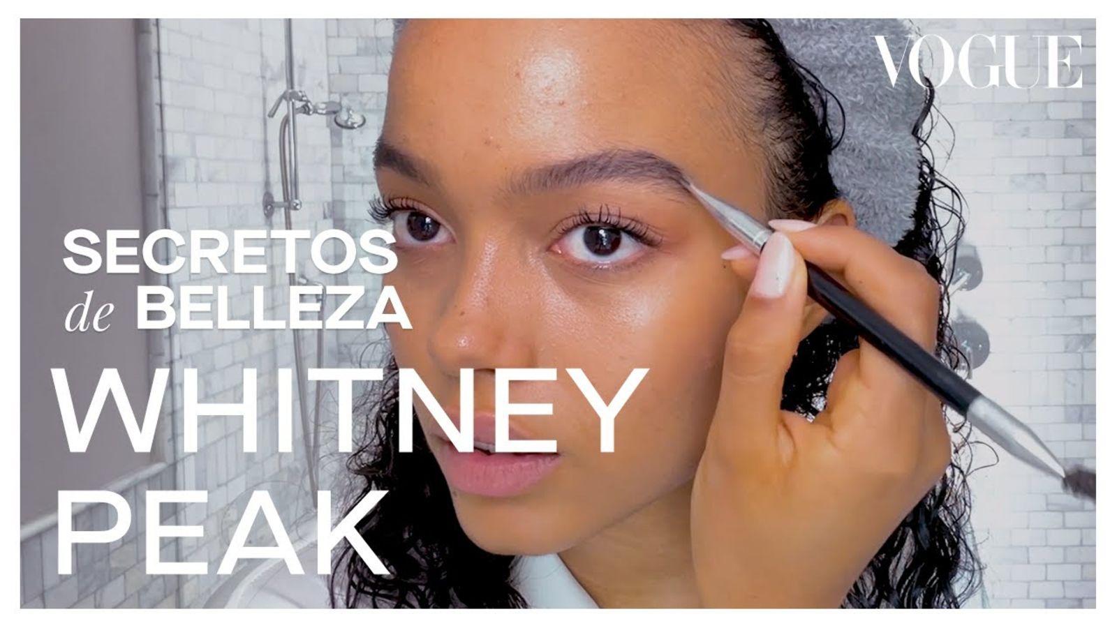 Whitney Peak, de Gossip Girl, y cómo logra definir sus rizos | Secretos de Belleza | Vogue México