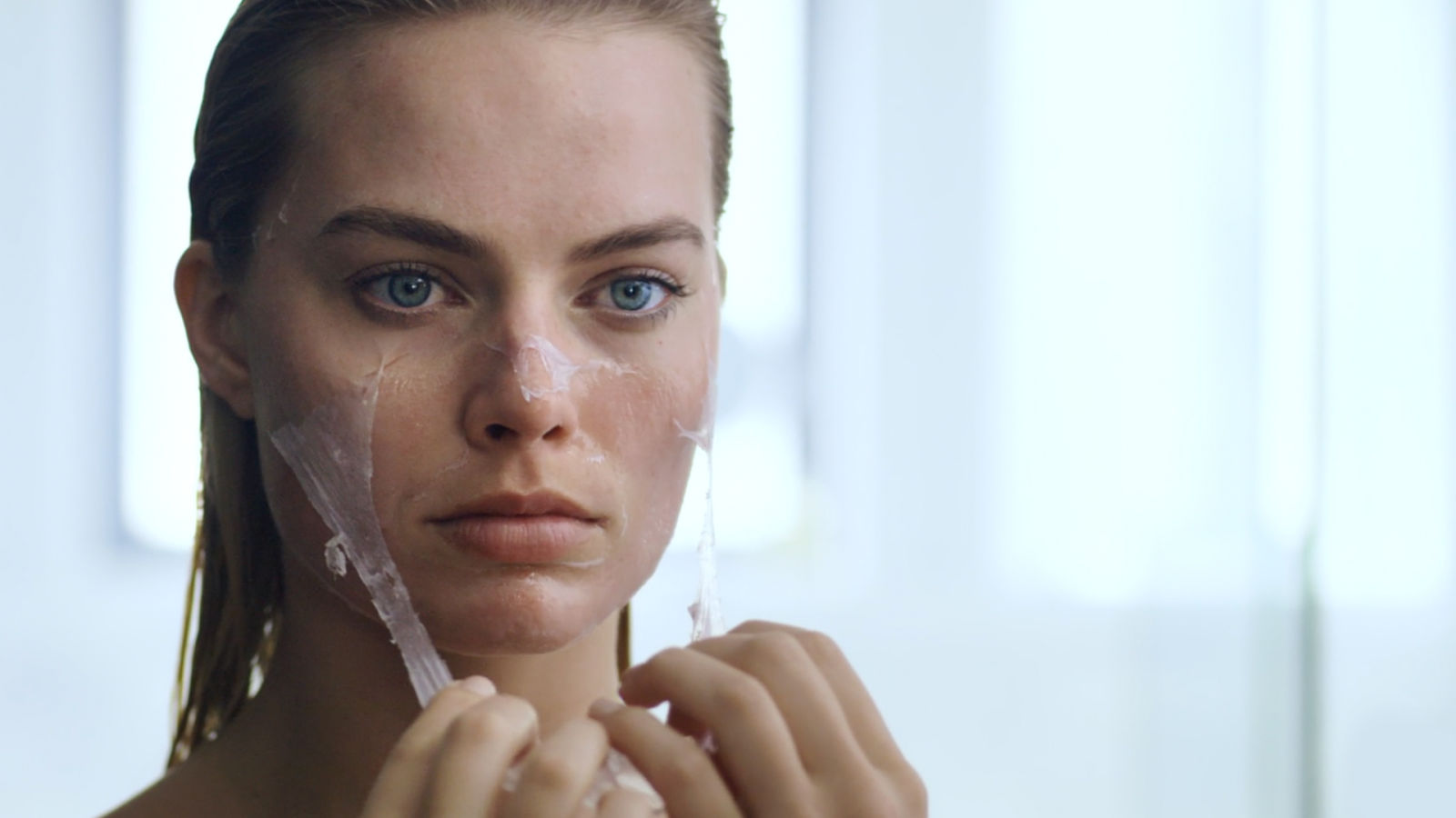 Margot Robbie: una rutina de belleza... psicóticamente perfecta