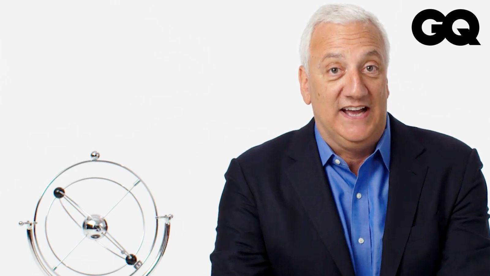 外太空會臭嗎?太空人回答網友提問:為什麼太空服裝手套上有鏡子?Astronaut Answers Space Questions From Twitter |名人專業問答|GQ