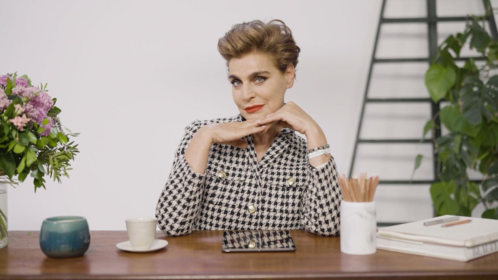 Antonia Dell'Atte repasa 15 looks icónicos, de Armani a Masterchef